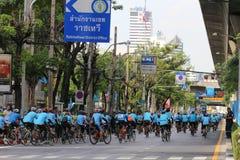 Vélo pour la maman Images libres de droits