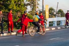 Vélo pour le papa Images libres de droits