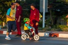 Vélo pour le papa Photos stock