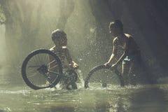 Vélo pour le papa image libre de droits