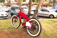 Vélo prêt à louer aux touristes images libres de droits