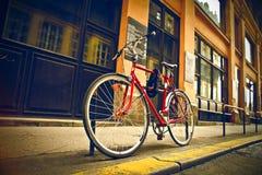 Vélo rouge Photos stock