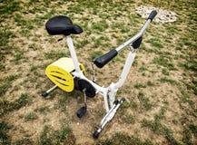 Vélo stationnaire dans l'espace extérieur Images stock
