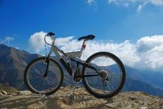 Vélo sur des roches Image stock