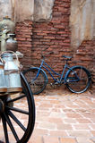Vélo sur la rue images stock