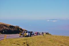 Vélo vers le bas dans le secteur de volcan de Haleakala images libres de droits