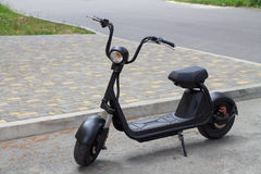 Vélomoteur électrique de noir Photo stock