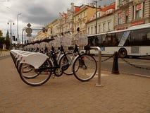 Vélos à louer images stock