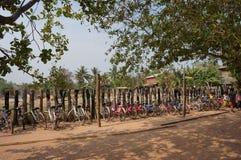 Vélos dans la ligne photo stock