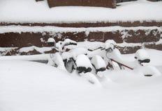 Vélos dans la neige Photos libres de droits