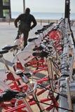 Vélos de location dans une rangée Barcelone Image libre de droits