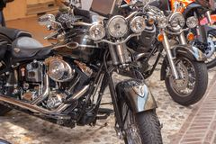 Vélos de motos de cru et voitures de sport superbes image libre de droits