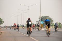 vélos de rue à la course photo stock