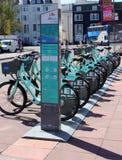 Vélos de ville pour le loyer à Brighton image libre de droits