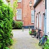 Vélos garés au centre historique Photos libres de droits