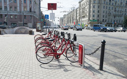 Vélos pour le loyer au centre de Moscou Photos libres de droits