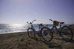 Vélos sur la plage Photographie stock