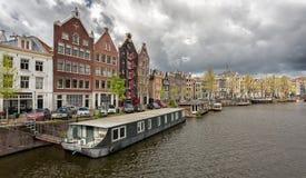 Vélos sur la rue à Amsterdam, Pays-Bas photos stock