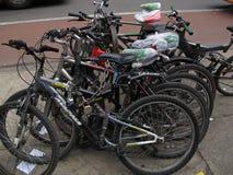 Vélos verrouillés Photos stock