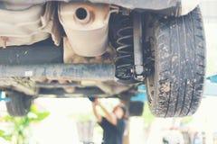 Vérification d'amortisseur de voiture Photographie stock libre de droits