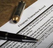 Vérification des antécédents de NICS requise acheter une arme à feu Images libres de droits