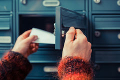 Vérification le courrier photographie stock libre de droits