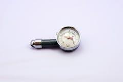 Vérifiez la pression des pneus Image stock