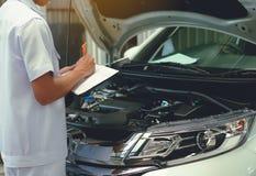 Vérifiez les détails du véhicule afin de réparer Détail de Li images libres de droits