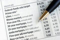Vérifiez les taux d'intérêt du journal Images libres de droits
