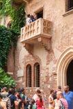 VÉRONE, ITALIE - 29 juin 2017 : Touristes faisant le selfie en Italie Images libres de droits