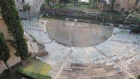 Vérone, Italie Le théâtre romain de Vérone est un théâtre romain antique au centre de la ville le long du fleuve Adige banque de vidéos