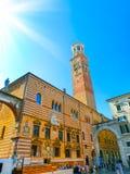 Vérone, Italie - 22 septembre 2014 : Erbe de delle de Piazza dans la rue de Vérone, destination de touristes en région de Vénétie Photos libres de droits