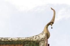 Vértice do frontão no templo budista Fotografia de Stock