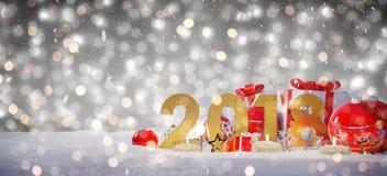 véspera de ano 2018 novo com rendição das quinquilharias e dos presentes 3D do Natal Fotos de Stock Royalty Free