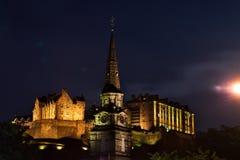 Véspera de Ano Novo dos fogos-de-artifício do castelo de Edimburgo imagem de stock