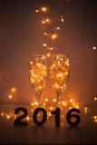 Véspera de Ano Novo, 2016, luzes, figuras feitas do cartão Fotos de Stock