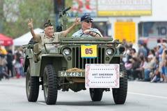 Vétérans des USA dans le véhicule militaire Images stock