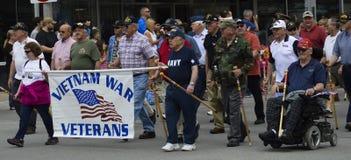 Vétérans mars du Vietnam dans le défilé de Memorial Day Image libre de droits