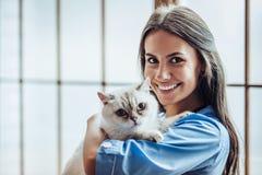 Vétérinaire de docteur à la clinique Photographie stock libre de droits