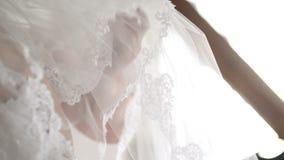 Véu do casamento na cama vídeos de arquivo