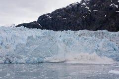 Vêlage bleu de glacier photographie stock