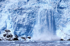 Vêlage de glacier de Holgate, parc national de l'Alaska, fjords de Kenai, nea Photo stock