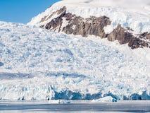 Vêlage de glacier de Deville dans la baie d'Andvord près de Neko Harbor, Arctows images libres de droits