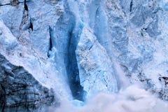 Vêlage de glacier en parc national Alaska de baie de glacier photographie stock