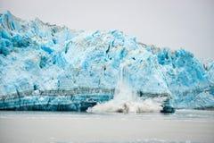 Vêlage de glacier - phénomène naturel Image libre de droits