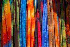 Vêtements à un stand du marché photos libres de droits