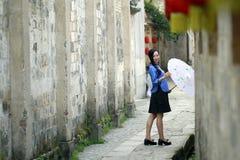 Vêtements chinois d'étudiant d'usage de filles en République de Chine Photos stock