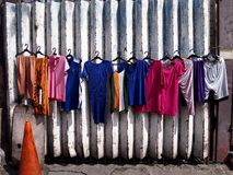 Vêtements colorés nouvellement lavés photos libres de droits