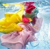 Vêtements dans la machine à laver Photographie stock libre de droits