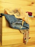 Vêtements dans le coffre du tiroir Photos libres de droits